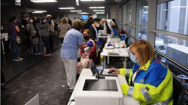 Zapatero advierte de que se podrían cerrar centros de vacunación masiva si no llegan más dosis