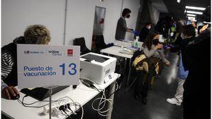 Madrid no cerrará los grandes centros de vacunación si llegan suficientes dosis