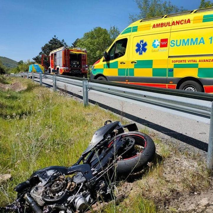 Fallece un motorista de 30 años tras ser alcanzado por un turismo