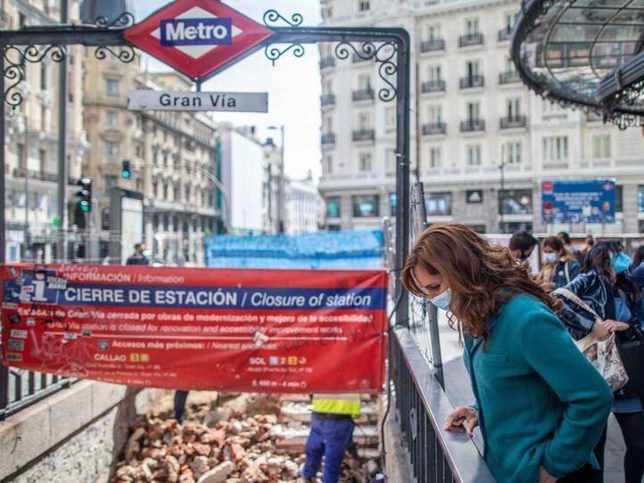 Mónica García plantea una tarifa plana para viajar en Metro, un abono social y la ampliación de tres líneas