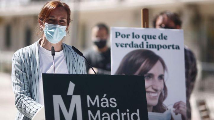 Mónica García, candidata de Más Madrid a la presidencia de la Comunidad de Madrid, durante la presentación del cartel electoral con el que se presenta a las elecciones