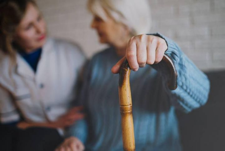La atención a personas mayores, un servicio ya esencial para un país tan envejecido como España