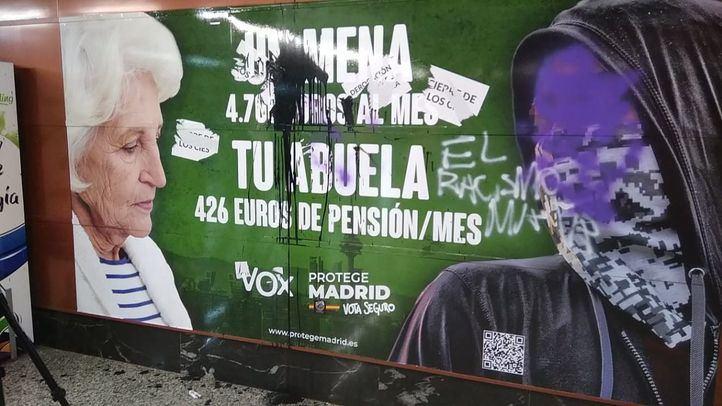 Cartel electoral de Vox, vandalizado