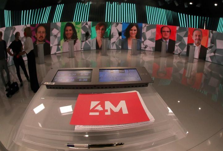 El plató de Telemadrid, esperando a que llegasen los candidatos.