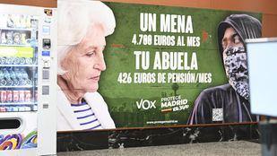 Cartel de Vox en la estación de Cercanías de Sol