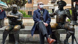 Ángel Gabilondo en su visita de hoy a Alcalá de Henares dentro de su campaña.