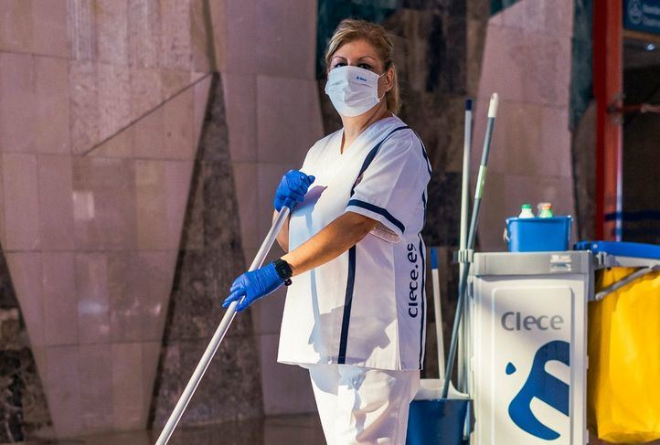 Desinfección ininterrumpida en los colegios electorales el 4M para garantizar una jornada segura