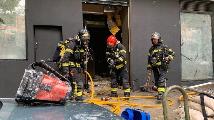 Desalojado un edificio en Chamartín tras un incendio en un gimnasio en obras