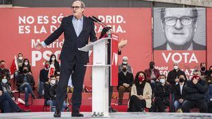 Ángel Gabilondo, candidato del PSOE a la Comunidad de Madrid, durante un acto de campaña en Getafe