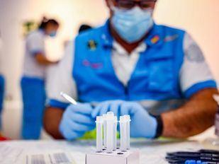 Vuelven a multiplicarse los positivos Covid, pero la presión hospitalaria se reduce