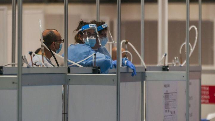 Los nuevos casos positivos y los ingresos en planta se reducen a ritmo lento en Madrid