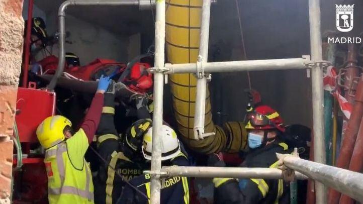 Rescatado un obrero que ha caído a un aljibe en una construcción de Preciados