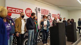 El líder de Más País, Íñigo Errejón, y la candidata de Más Madrid al 4M, Mónica García, con los sindicatos antes de participar en la manifestación por el Primero de Mayo