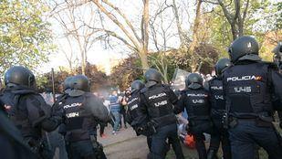 Incidentes en la plaza roja de Vallecas durante un acto de Vox