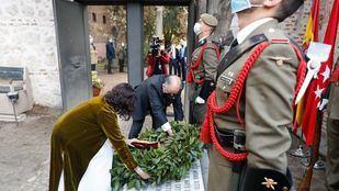 Ayuso preside la ofrenda floral a los Héroes del 2 de Mayo en el Cementerio de la Florida