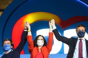 Victoria aplastante del PP, que roza la mayoría absoluta con 35 escaños más