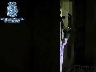 Momento en el que la Policía rescata al detenido