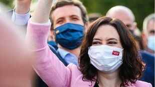 Isabel Díaz Ayuso, presidenta de la Comunidad de Madrid y candidata a la reelección, junto al líder del Partido Popular, Pablo Casado, en el acto de cierre de campaña