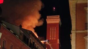 Incendio en un edificio en obras en la calle Espoz y Mina