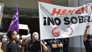 Los sindicatos se concentran ante la tienda H&M de Gran Vía contra el 'empleo low cost'