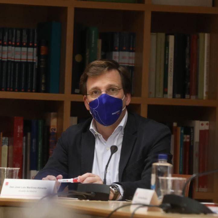 Almeida tacha de 'lamentables' los botellones de esta madrugada: 'Libertad no es infringir las normas'