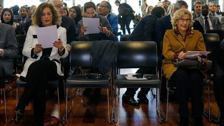 Las exalcaldesas de Madrid Ana Botella y Manuela Carmena.