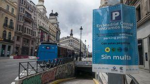 Cartel con información sobre los parking de Madrid Central.