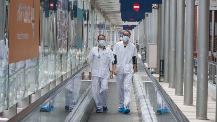 Cae el número de hospitalizados por Covid pero los nuevos positivos repuntan en Madrid