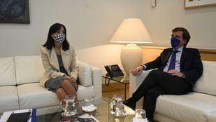 Almeida cree que la amistad que mantiene con la delegada del Gobierno los