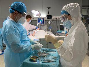 Primera intervención quirúrgica en el Hospital público Enfermera Isabel Zendal a una paciente con coronavirus ingresada en la UCI