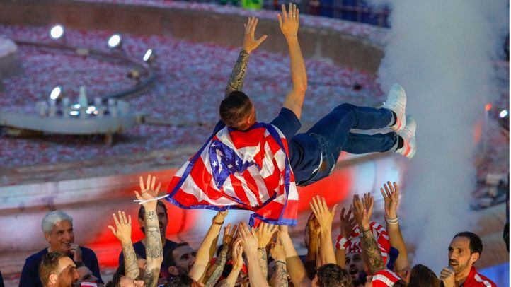Celebración del Atlético de Madrid en la plaza de Neptuno tras ganar su tercera Europa League 2018