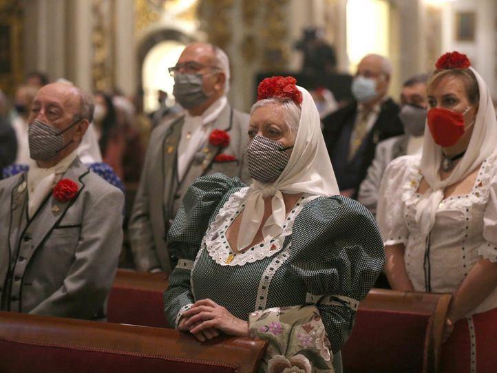 Asistentes a la misa concelebrada en honor a San Isidro Labrador en la Real Colegiata de San Isidro