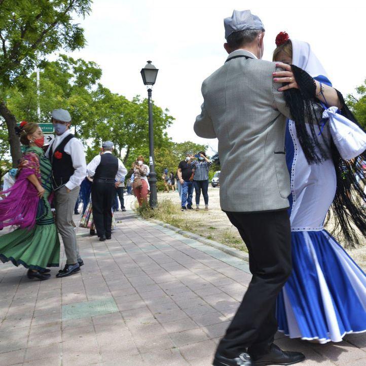 Los chulapos vuelven 'con ilusión' a la Pradera de San Isidro