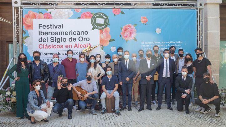 Los artistas participantes en el festival alcalaíno