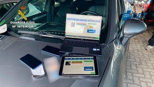 Cae un grupo organizado dedicado a copiar en los exámenes del permiso de conducir
