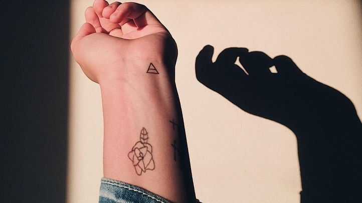 Los tatuajes siguen de moda, pero cada vez son más las personas que optan por eliminarlos pasado un tiempo