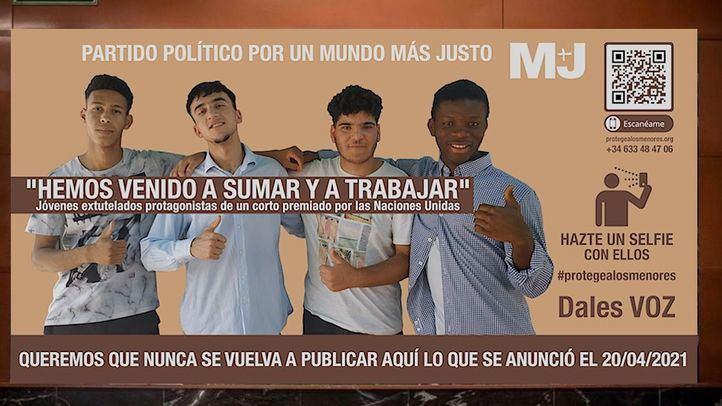 Una imagen con el lema 'Protege a los menores' ocupa el lugar del polémico cartel electoral de Vox