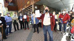 Carabanchel se moviliza por la reapertura de los centros de mayores
