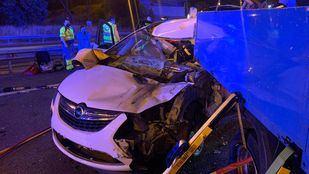 Atrapado tras chocar contra un vehículo de 'Calle 30'