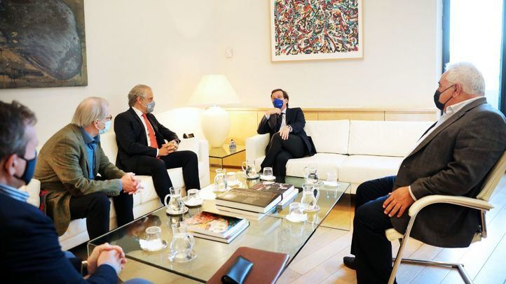 El alcalde de Madrid, José Luis Martínez-Almeida, se reúne con las asociaciones de hosteleros.