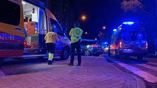 Un hombre sufre la semiamputación de la pierna izquierda al pasarle por encima la rueda de un autobús