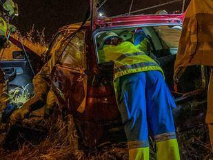 Heridas cinco personas tras caer por un terraplén con su coche