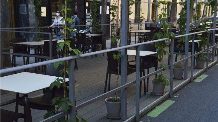 Las terrazas Covid adelantan su hora de cierre a medianoche desde el viernes