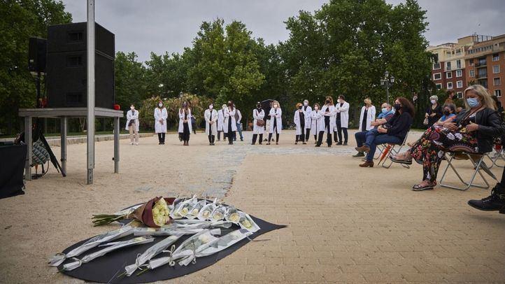Homenaje en el Templo de Debod a los médicos fallecidos por la Covid-19.