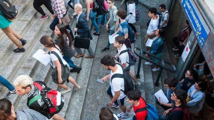 Alumnos salen del metro en Ciudad Universitaria en anteriores ediciones de la EBAU