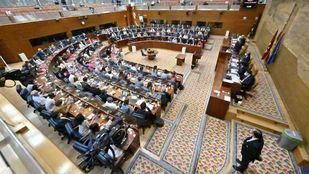 El PP se lleva cuatro puestos en la Mesa de la Asamblea, en la que Vox, PSOE y Más Madrid consiguen representación