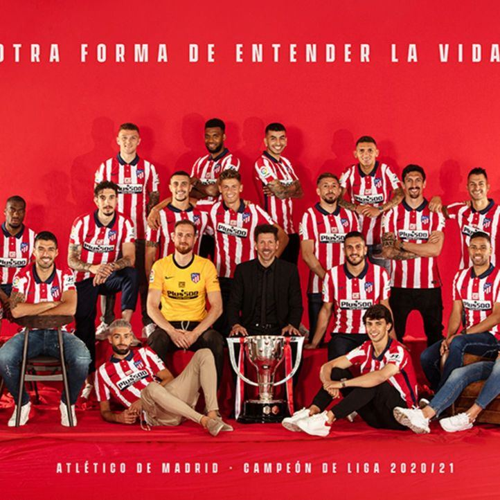Imagen del equipo Atlético de Madrid con la Copa de la Liga