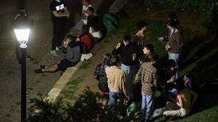 Varios jóvenes se concentran en el Parque de las Vistillas