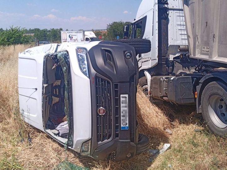 Muere el conductor de una furgoneta en un choque múltiple en San Fernando