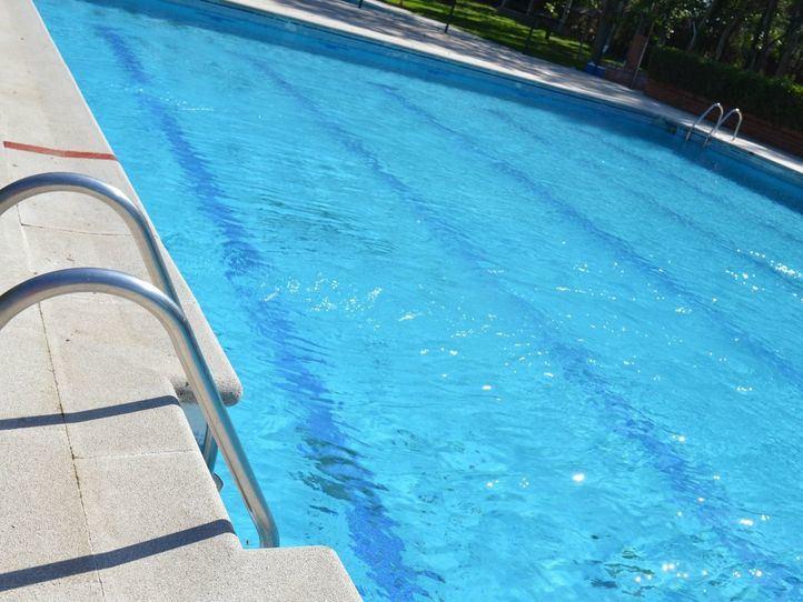 Desalojados de la piscina de Humanes por causar daños e incumplir las normas